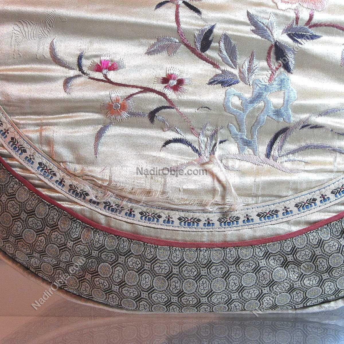 2 Adet İpek İşlemeli Yastık Deri-Kumaş-Tekstil İşleme