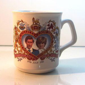 Prenses Diana & Prens Charles Düğün Hatırası Porselen Kupa Plastik-Polyester Objeler Hatıra