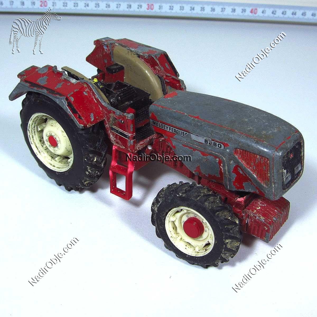 Eski Oyuncak Traktör Metal Objeler Araba