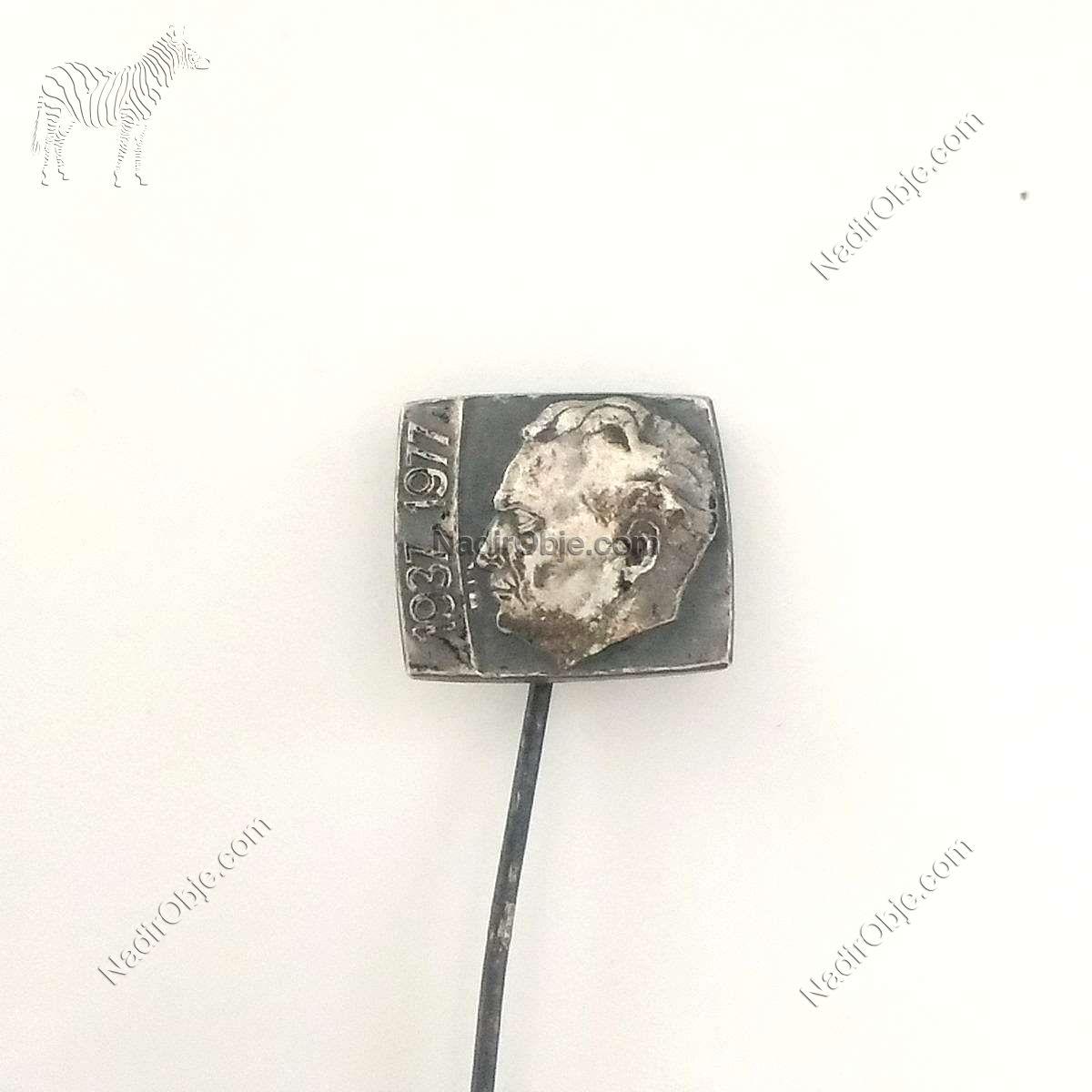 Tito Rozet – N2038 Metal Objeler Lapel Badge