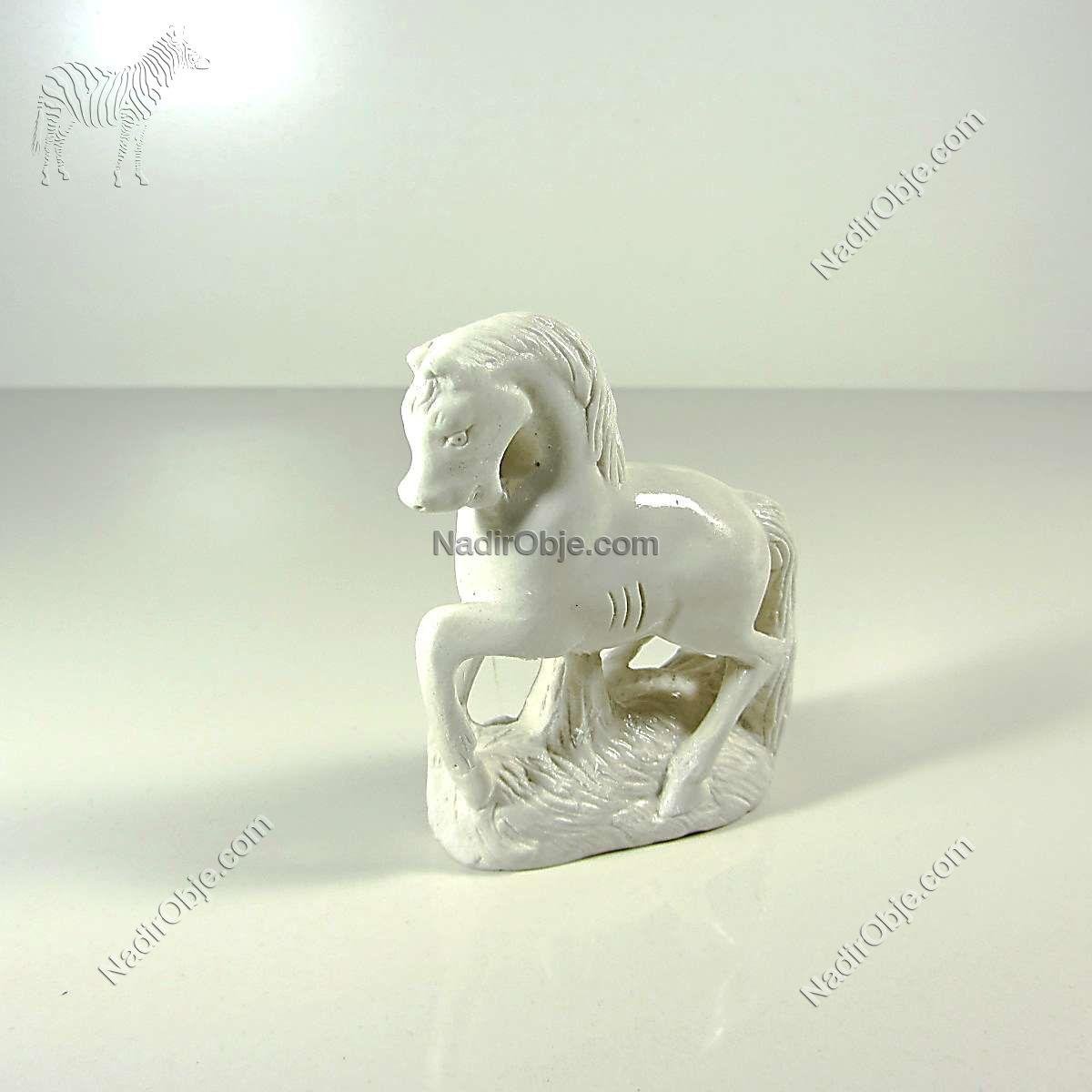 At Figürü Cam-Taş Objeler Alçı
